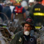 新人消防士を撮っていたカメラマンは、飛行機がビルに衝突するのを見ました。映画「9.11 NY 同時多発テロ衝撃の真実」