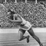 映画「栄光のランナー/1936ベルリン」 1936年開催のベルリンオリンピックで金メダル4個の偉業を成し遂げた、アメリカの黒人ランナーの物語です。