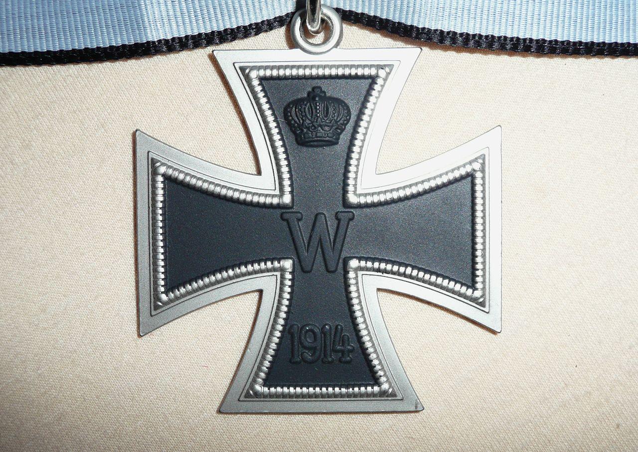 敵機を20機撃墜して空の英雄となった証としてもらえる『プール・ル・メリット勲章』をめぐる映画です。映画 「ブルーマックス」